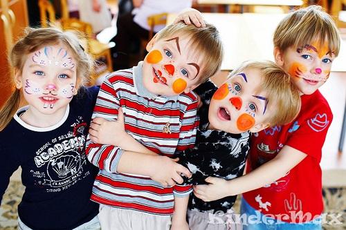 Во время детского праздника наши